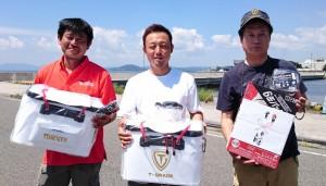 左より3位の室川さん、優勝の山崎さん、2位の岡さん