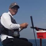 13.静かに海との会話を楽しむベテラン・永田則彦会員(前原地区)